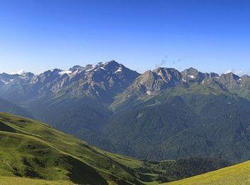 Горная вершина Ацетука на границе Краснодарского края