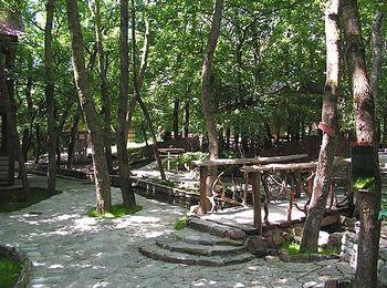 Уютные летние беседки рядом с прудом