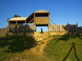 Михайловская крепость, деревянный частокол со смотровыми башнями