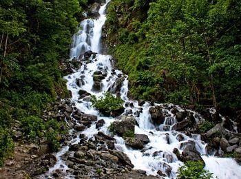 Необыкновенный цвет воды Молочного водопада
