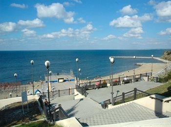 Набережная на побережье черноморского курорта
