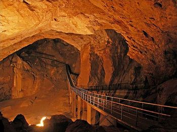 Новоафонская пещера - самая крупная пещера в мире