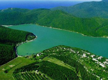 Пресноводное озеро Абрау