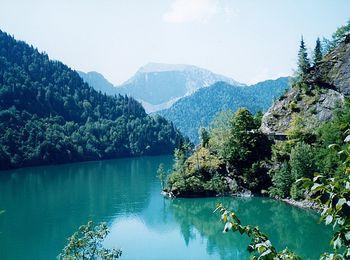 Рица - высокогорное озеро