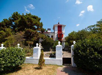 Знаменитый створный маяк в Геленджике