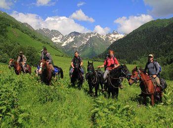 Конные походы в долине реки Мзымты