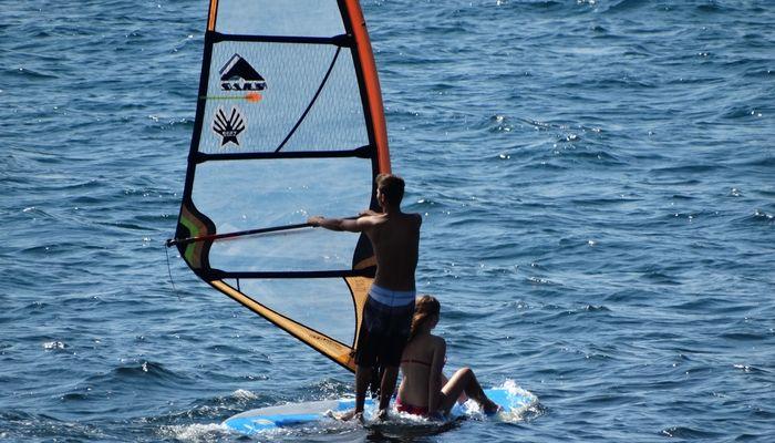 Проходят занятия серфинга для начинающих