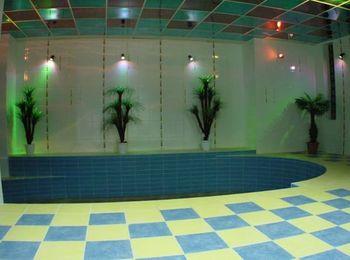 Чистый бассейн с подсветкой, Аква-Солярис