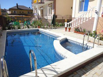Жилье в Анапе с собственным бассейном