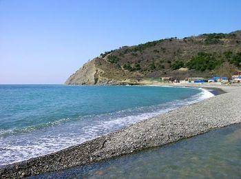 Чистое море, песчаные и галечные пляжи поселка