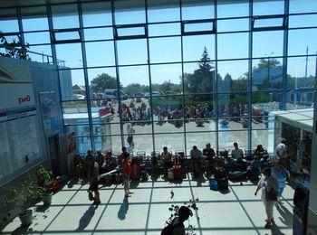 Пассажиры могут расположиться в зале ожидания, как на первом, так и на втором этаже