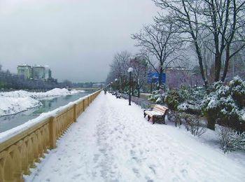 Снежная и теплая зима на курорте России