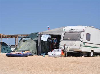Не менее прекрасен отдых на берегу моря в палатках