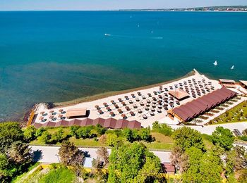 Собственный пляж гранд-отеля с одноименным названием