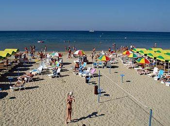 Собственный песчаный пляж вблизи пансионата