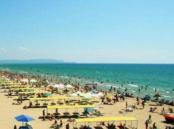 Чистый, благоустроенный пляж Витязево