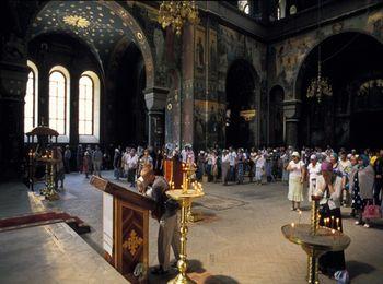 Священная обитель открута каждый день, по праздникам проходят службы