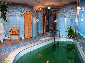 Для отдыхающих в санатории есть сауна с небольшим бассейном
