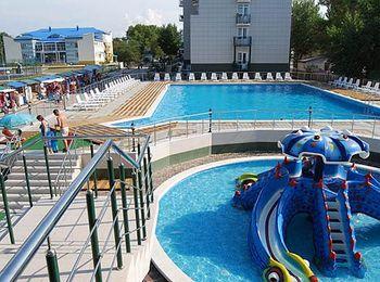 Отдых для взрослых и детей на просторной территории отеля