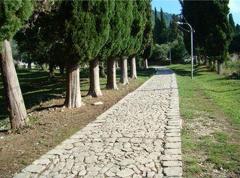 Тропа грешников, дорога, ведущая к монастырю