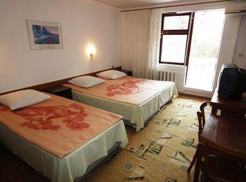 Многоместный номер в отеле со всеми удобствами