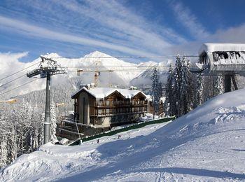 Очень глубокий снежный покров в зимнее время