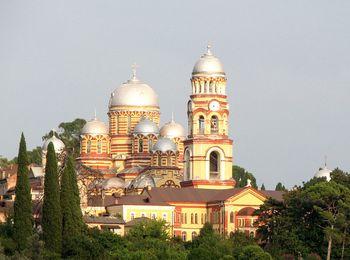 Мужской монастырь достопримечательность Нового Афона в Абхазии