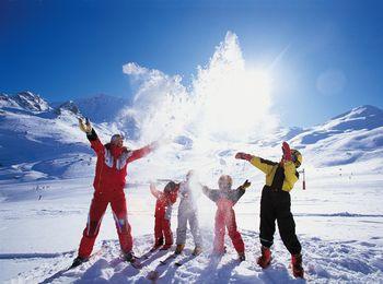 Для лыжного спорта, понадобятся теплые зимние вещи
