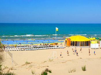 Просторный песчаный пляж пансионата