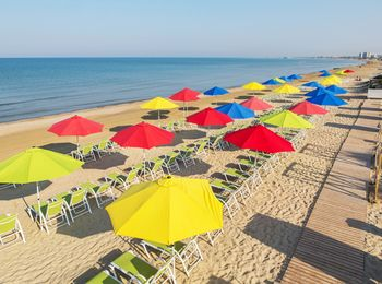"""Чистый песок, пологий вход в море на пляже """"Довиль"""""""
