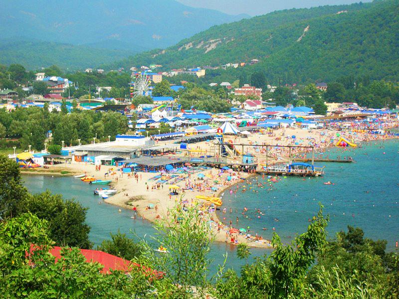 Вид посёлка со стороны моря