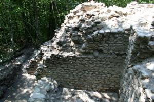 Руины древней крепости Ачипсе в Красной Поляне