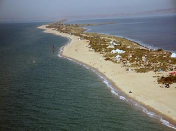 Коса с прекрасными естественными пляжами в Черном море