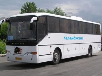 Белый автобус для путешествия в Геленджик