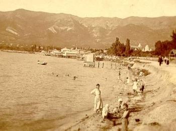 Старое фото с эффектом сепия Геленджикской станицы