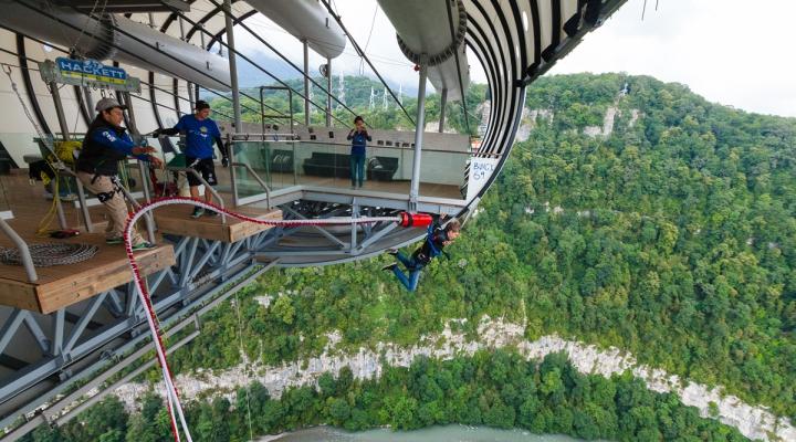 Длиннейший подвесной мост для прыжков на резиновом тросе