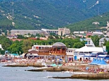 Застроенное красивое побережье курорта Кабардинка