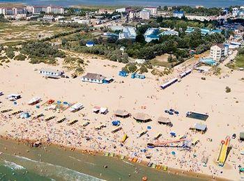 Широкий и чистый пляж