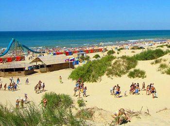Мягкий чистый песок на пляжах Джемете