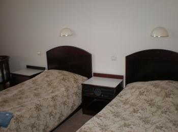 Двухместная комната с раздельными кроватями и тумбами