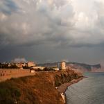 Очаровательное побережье в пасмурный октябрьский день