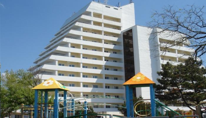 Многоэтажное здание санатория Малая бухта для размещения постояльцев и их лечения