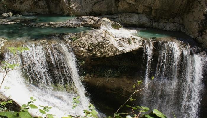 Один из водопадов близ Сочи