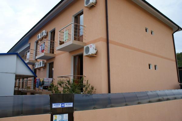 Фото главного корпуса со стороны улицы