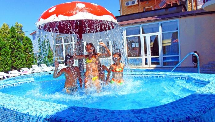 Бассейн для детей с мухомором-душем