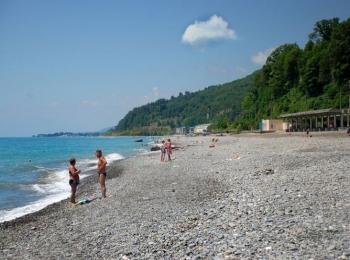 При отеле есть пляж, до него организуются поездки