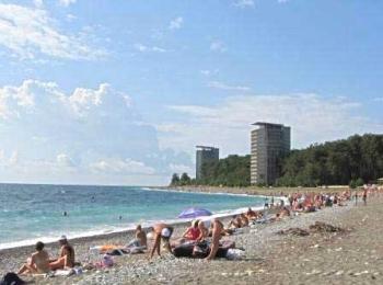 Мелкогалечный ухоженный пляж близ пансионатов
