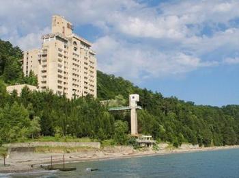 Один из популярных и очень комфортабельных прибрежных пансионатов курорта