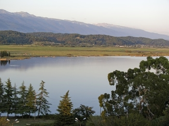 Прекрасное чистое озеро Инкит