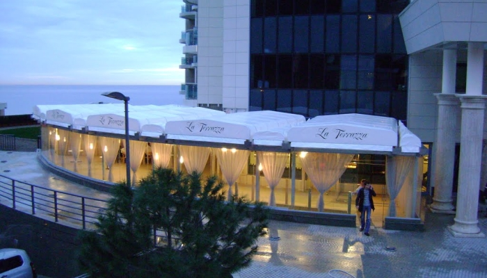 Вид снаружи на ресторан La Terrazza